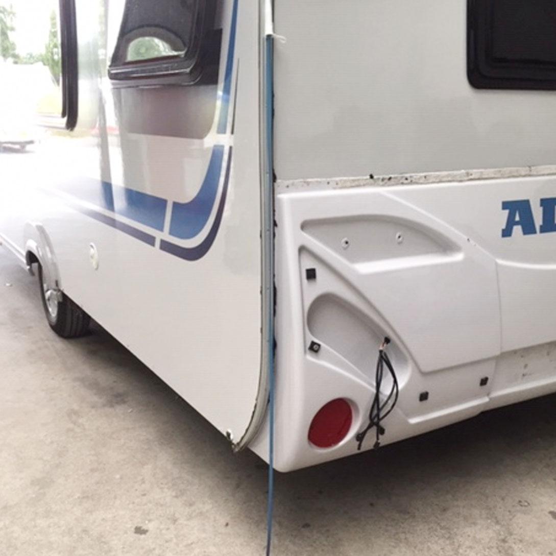 caravan schadeherstel achterzijde